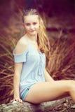 青少年白肤金发的女孩 库存图片