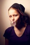 青少年的女孩吹的泡影 免版税库存图片