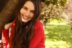 青少年的女孩愉快微笑 免版税库存照片