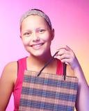 青少年的女孩接受一件礼物 免版税图库摄影