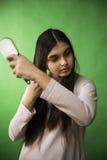 青少年的女孩梳子头发 库存图片