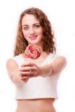 青少年的女孩用糖果在手上 图库摄影