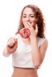 青少年的女孩用糖果在手上 免版税库存图片