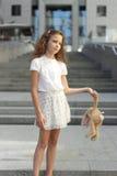 青少年的女孩的画象有玩具的 免版税图库摄影