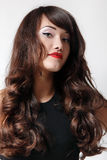 青少年的女孩美丽的头发快乐享用 库存照片
