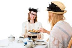 青少年的女孩食用茶 库存照片