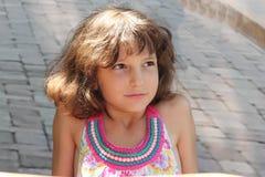青少年的女孩画象在阳光下 免版税库存照片