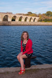 青少年的女性开会密西西比河 库存照片
