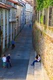 青少年的恋人夫妇坐楼梯,圣地亚哥 库存照片