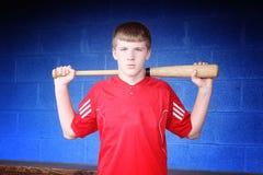青少年的棒球运动员 免版税库存图片