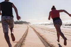 青少年的男孩海滩波浪 库存图片