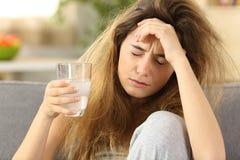 青少年的痛苦头痛在家 免版税库存图片