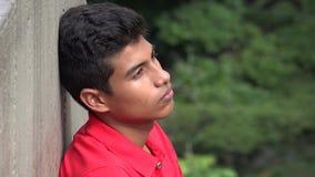 青少年的西班牙男孩沉思沈默和单独 免版税库存图片