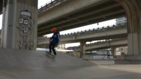 青少年的滑板舷梯 影视素材