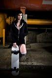 青少年美丽的女孩的溜冰者 免版税库存照片