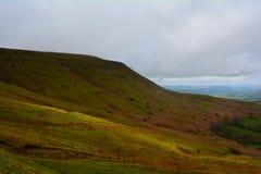 青山在布雷肯比肯斯山国家公园,威尔士,英国 库存图片