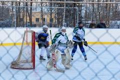 青年冰球比赛Shuiskie Sokoly对 Himik, 20 2月3日, 免版税库存图片