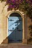 青斑门在一个房子里在马耳他,姆迪纳的老首都 图库摄影
