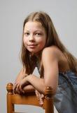 青春期前女孩微笑 免版税库存照片