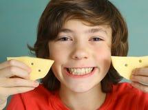 青春期前男孩说乳酪微笑 图库摄影