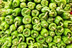 青椒在市场上 库存照片