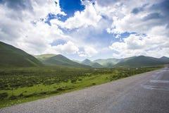 青海西藏高原的山和湖 库存图片