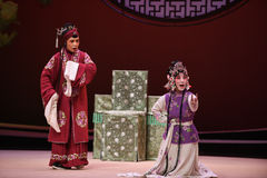 """从青的这老妇人的一个螺栓提供了对Kunqu歌剧""""the西部Chamber† 图库摄影"""