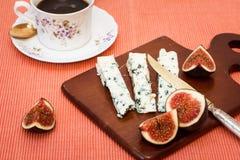 青纹干酪和新鲜的无花果 库存图片
