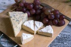 青纹干酪和软制乳酪 免版税库存图片