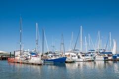 青苔着陆,青苔着陆,加利福尼亚- 2015年9月9日-小船做2015年9月9日-在青苔着陆港口靠码头的小船 库存照片