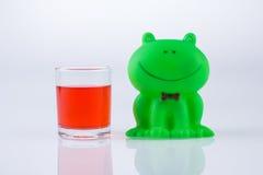 青蛙和玻璃 库存照片