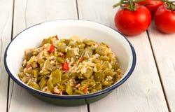 青豆炖煮的食物用米 库存图片