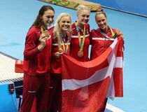 青铜色奖章获得者在里约合作丹麦妇女` s 4 100m混合泳2016奥林匹克 免版税库存照片