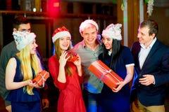 青年人圣诞晚会 库存图片