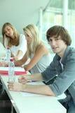 青年人在教室 免版税库存照片