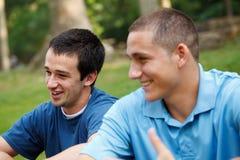青年人联系 免版税库存图片