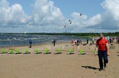 青年时期的海滩竞争 免版税库存图片