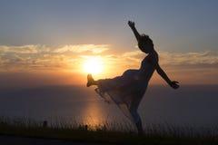 青年时期,女孩跳舞 免版税库存图片