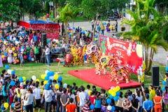 青年的中间秋天活动在越南 免版税库存照片