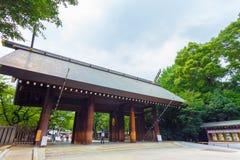 靖国神社Shinmon木门道入口H 免版税库存照片