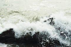 静态飞溅的波浪 库存照片