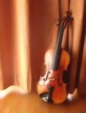 静物画古色古香的小提琴 库存图片