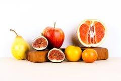 静物画用有机季节性果子 免版税库存图片