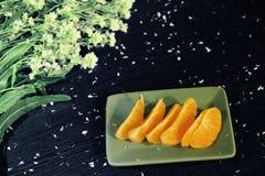 静物画:蜜桔和花 免版税图库摄影