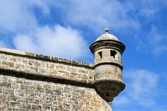 静物画在城市墙壁上的警卫塔,潘普洛纳 免版税库存图片