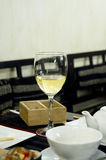 静物画-杯酒 免版税库存照片