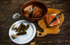 静物画用火鸡和盐三文鱼内圆角烤肉  免版税图库摄影