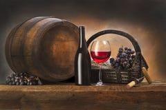 静物画用红葡萄酒 库存照片