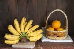 静物画用香蕉和桔子 图库摄影