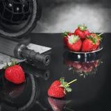 静物画用寻找亲爱的草莓 免版税库存图片